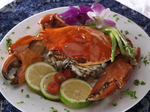 aquaknox_-aquaknox-crab-served-with-asparagus-sticks